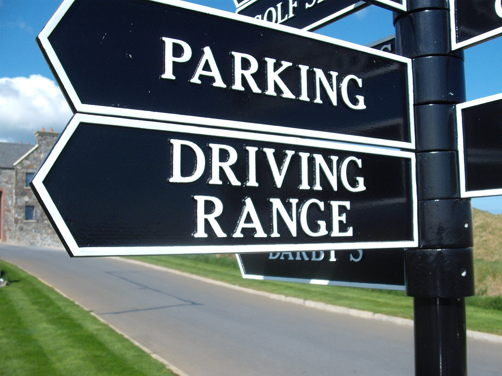 Fingerpost Gold Course Sign